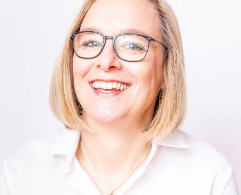 DR. MED. ANNE RIEGER